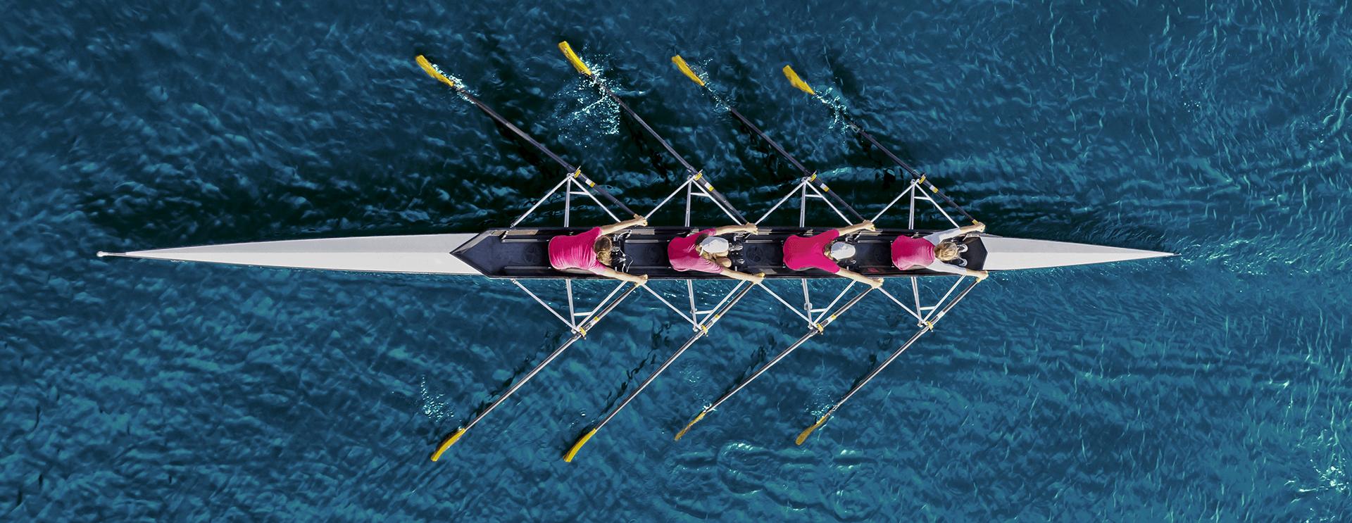 Ruderteam auf dem Wasser